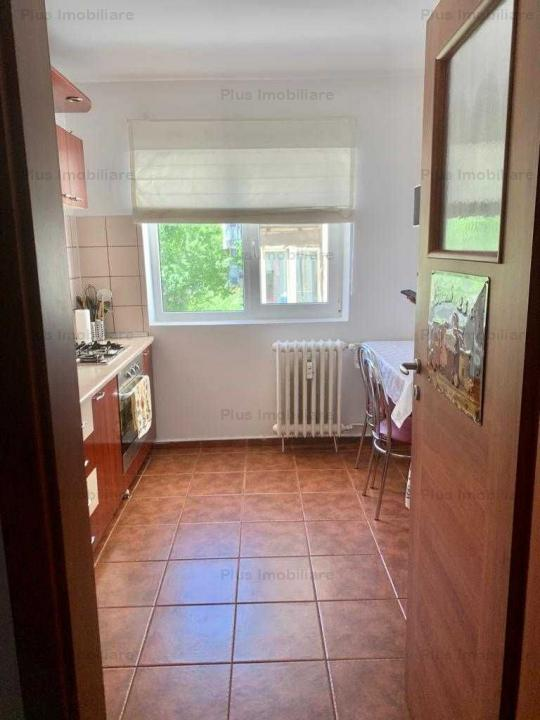 33Apartment 2 rooms modern located 3 minutes from the metro Heroes of the Revolution