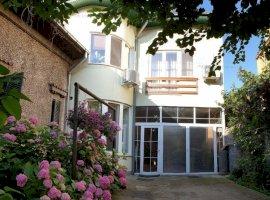 Vila de 8 camere pretabila orice activitate in zona Calea Calarasilor
