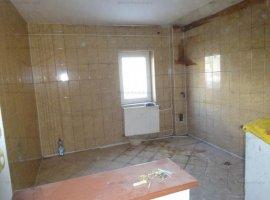 Vanzare apartament 2 camere, renovat, zona 9 Mai