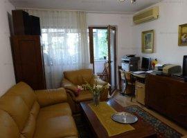 Vanzare apartament 3 camere, decomandat, zona B-dul.Bucuresti