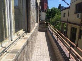 Dacia - Parcul Ioanid, apartament nerenovat, in vila
