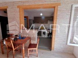 Apartament 2 camere decomandate, zona Vivo