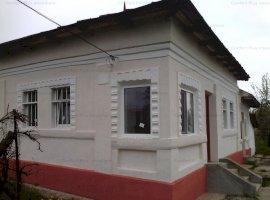 Casa si teren Gaesti,3000 mp,3 cam,curte cu livada,cca 120 pomi pe rod