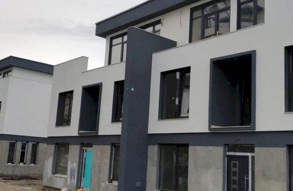 https://romtor.ro/ro/vanzare-houses-villas-4-camere/navodari/imobil-p1m-situat-intr-un-ansamblu-rezidential_1501