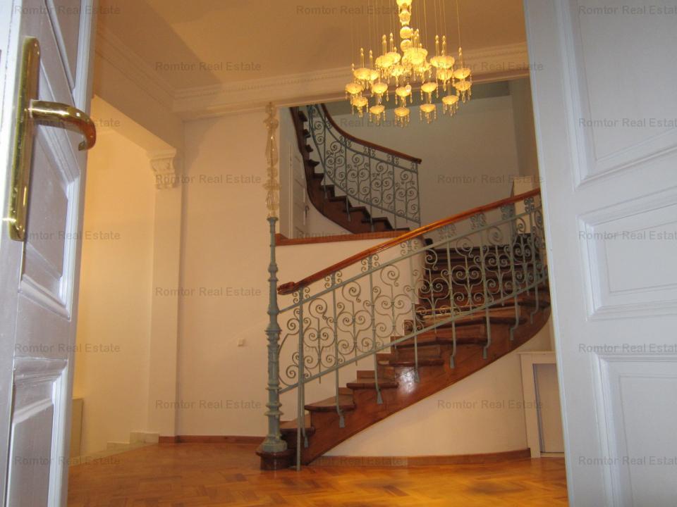 Vila superba stil baroc- Piata Romana
