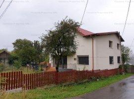 Casa spatioasa  cu teren, in zona linistita - Telega, Prahova