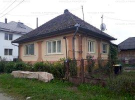 Casa de vanzare si teren 150mp in Ulmeni