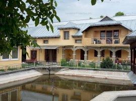 Casa sc 156 mp cu teren in suprfata de 400 mp, situat in Raucesti, Neamt.