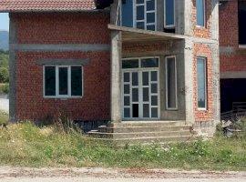 Vand casa P+E+M si teren de 2899 mp in Domasnea