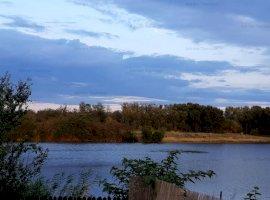 Teren Intravilan la marginea lacului Peris