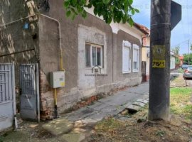 1/2 casa + teren 349 mp, zona Ronat