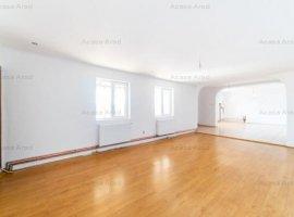 Apartament la casă cu 5 camere în Aradul Nou