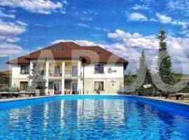 Conac exclusivist piscina exterioara teren de 10.200 mp Pianu de Jos