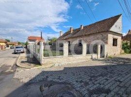 Casa de vanzare cu 3 camere in Sebes zona Centrala