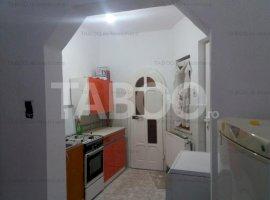 Garsoniera la casa cu 150 mp de teren zona centrala Cisnadie