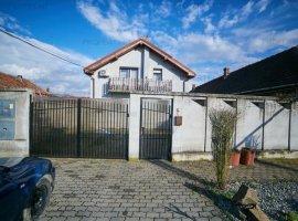 Casă 4 camere în Livada, Duplex se vinde jumătate din casa.