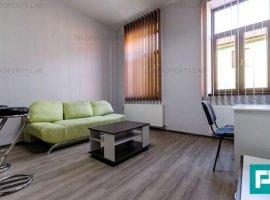 Apartament modern, ultracentral, cu două camere, de închiriat.