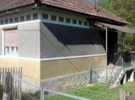 Vanzare  casa  3 camere Arad, Varfurile  - 17500 EURO