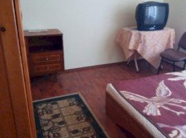 Inchiriere  apartament  cu 4 camere  decomandat Bacau, Magura  - 105 EURO lunar