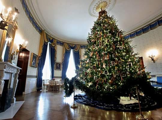 Michelle Obama a decorat Casa Alba cu ornamente de Craciun impreuna cu copiii militarilor americani