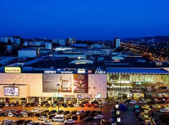 Tranzactie SOC! Iulian Dascalu vinde 50% din mall-urile detinute in Romania